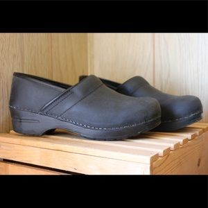 Sanita black clog